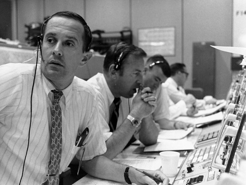 ap11-S69-39601 - CAPCOM - Apolo 11
