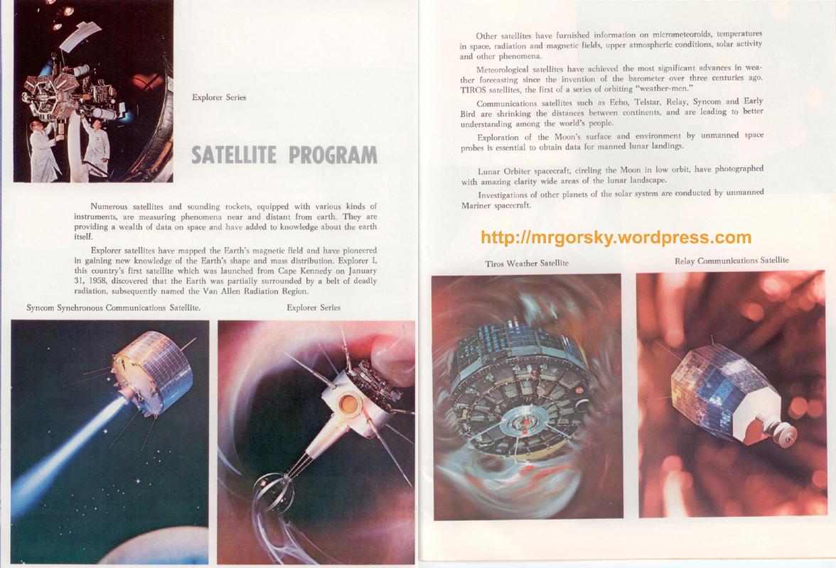 32 y 33 JFK Space Center Souvenir Book