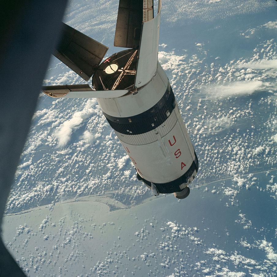 Apolo 7 - Foto: AS07-03-1545