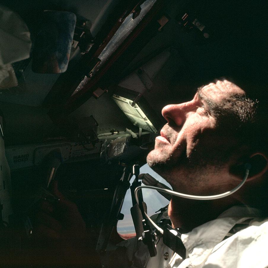 Walter Cunningham en el Apolo 7 (Foto: AS07-04-1584)
