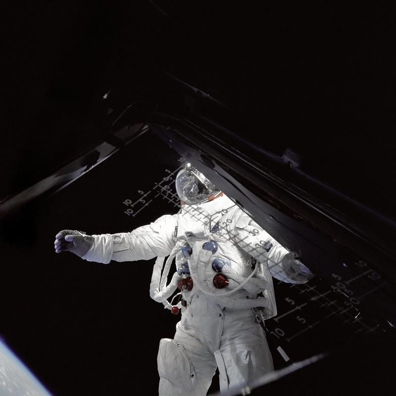 Rusty Schweickart fuera del LEM (Apolo 9)