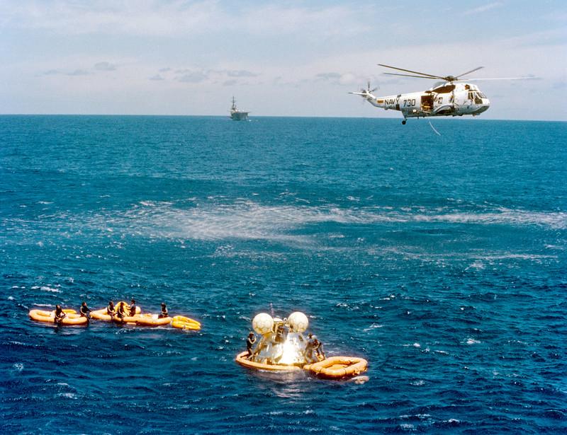 Amerizaje del Módulo de mando al final de la misión Apolo-Soyuz.