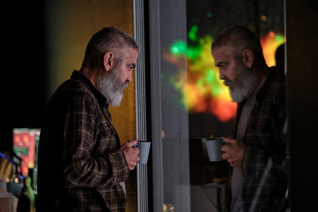 """George Clooney aburrido en """"Cielo de medianoche"""""""