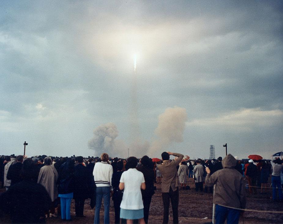 Lanzamiento del Apolo 14 (Foto NASA AP14-KSC-71PC-111).