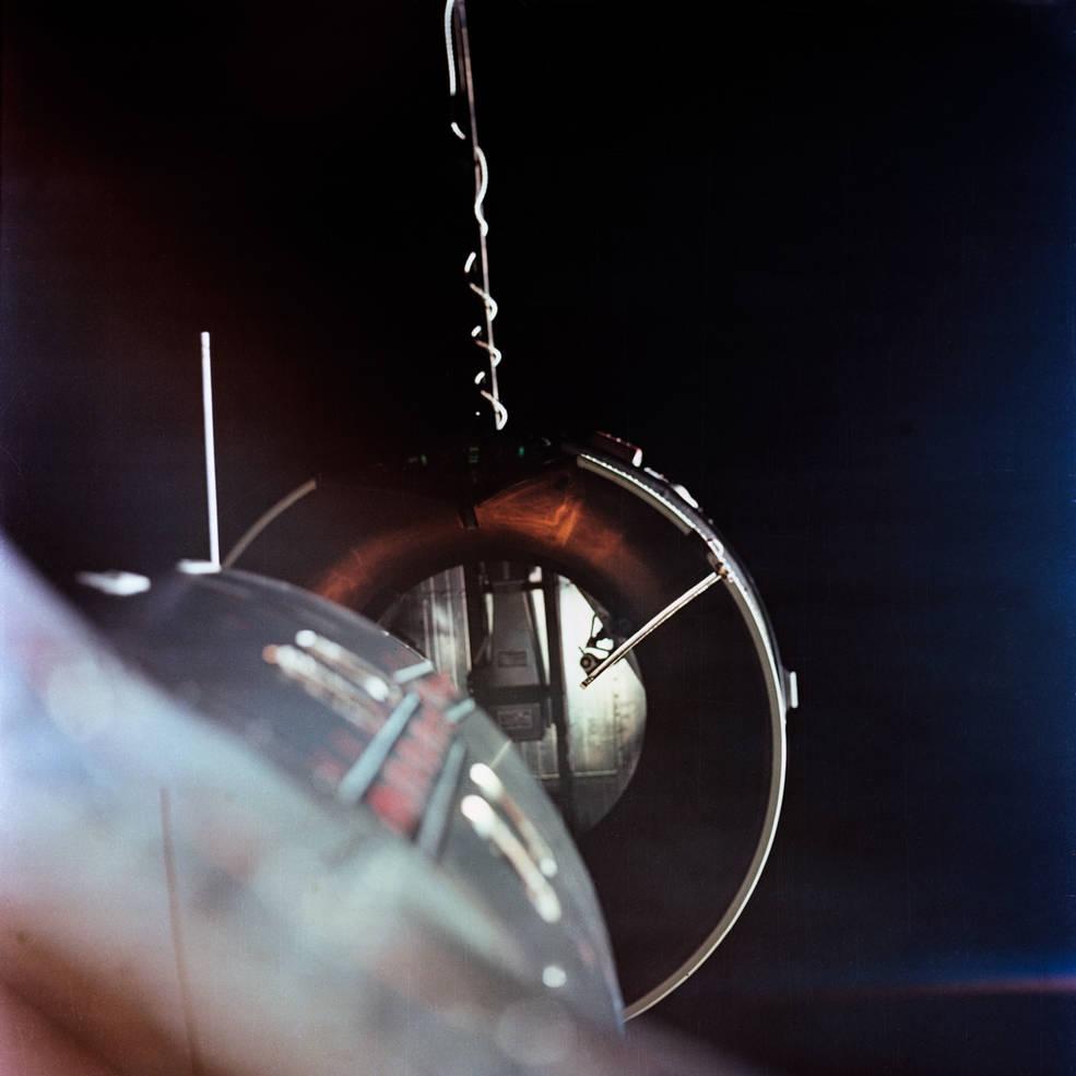 El Géminis 8 a punto de acoplarse con el Agena - NASA