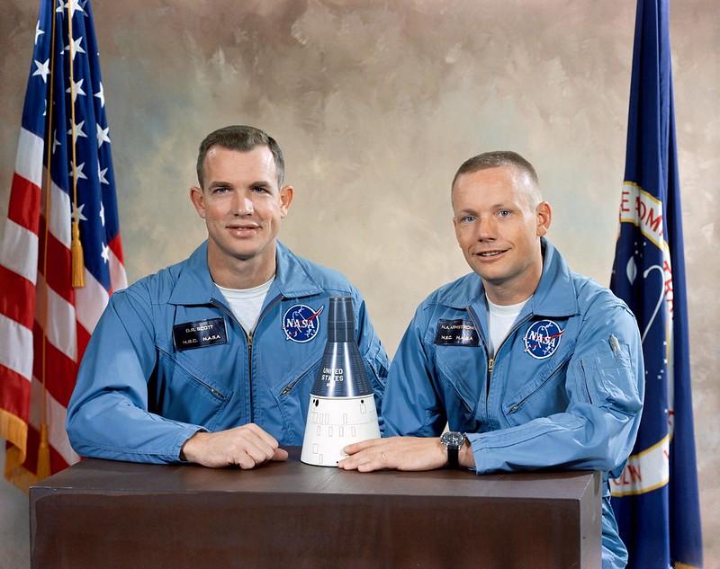 Tripulación principal del Géminis 8 (De izq. a dcha. David Scott y Neil Armstrong) - NASA