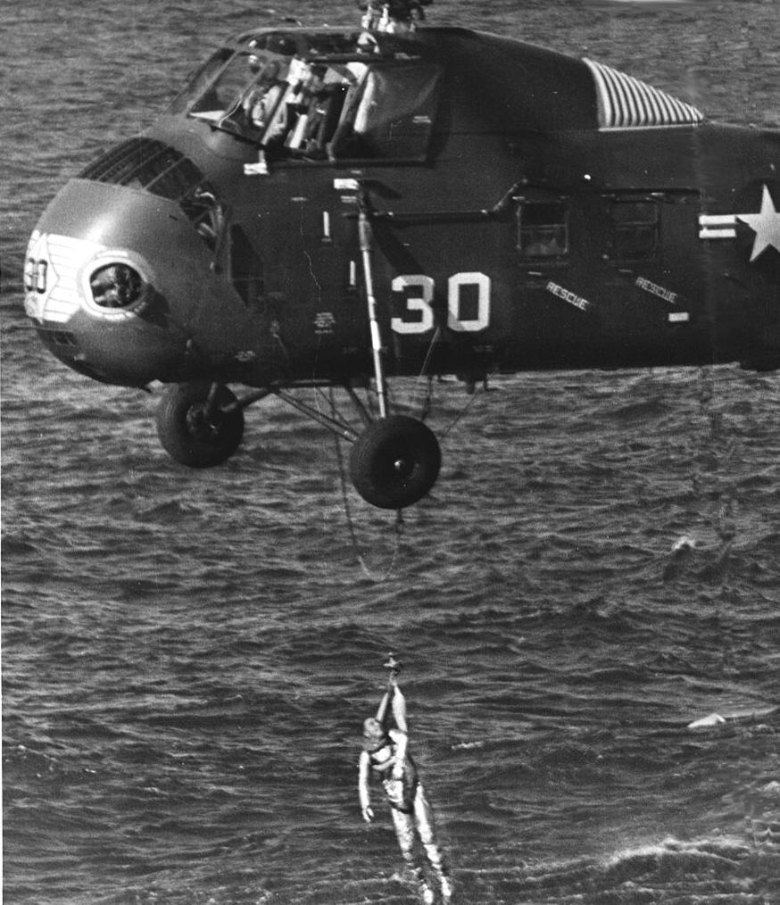 Rescate de Gus Grissom - NASA (61-MR4-82)