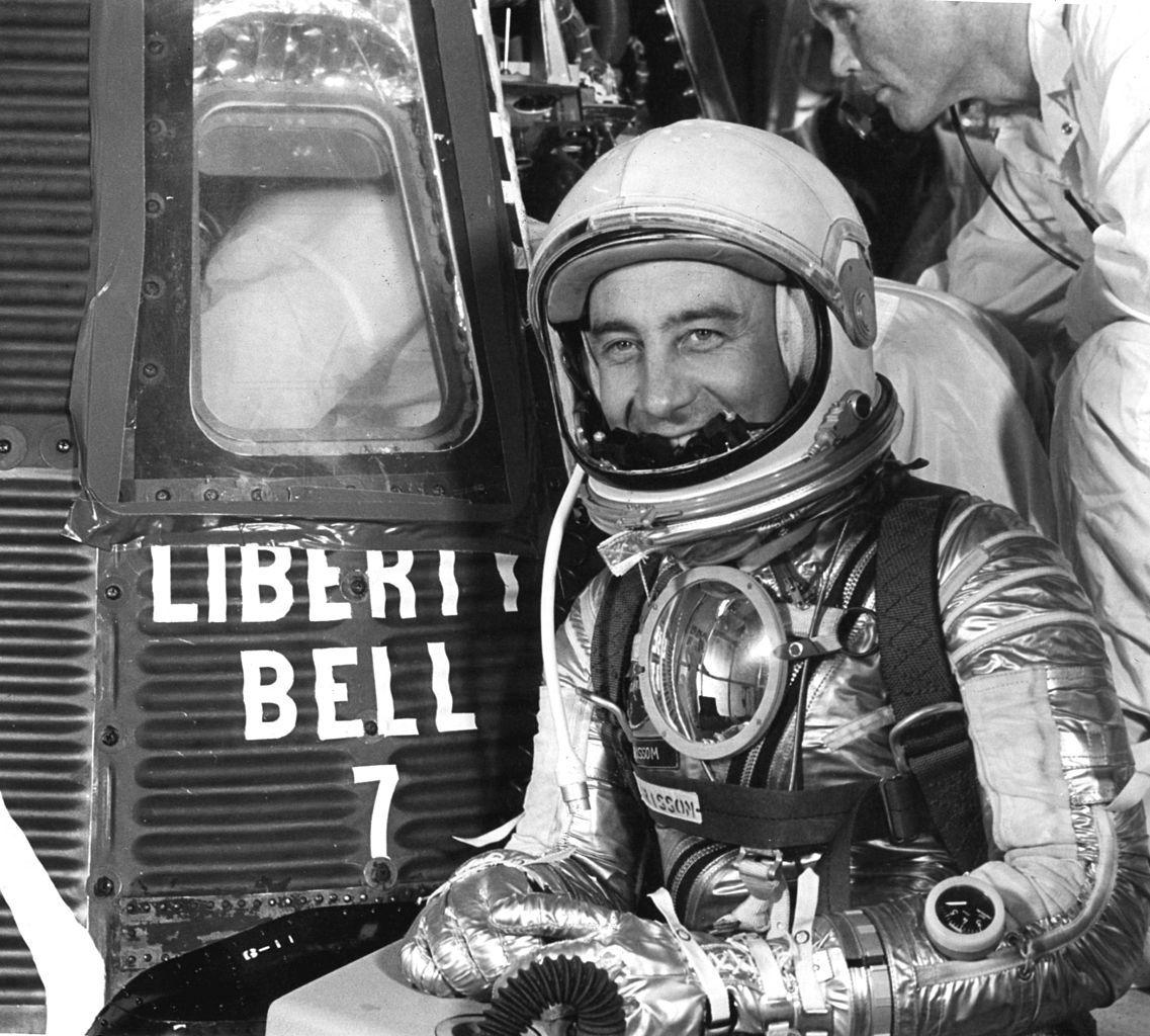 Gus Grissom a punto de entrar en la Liberty Bell 7 - NASA.