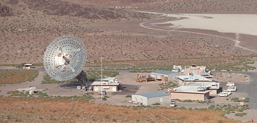 La antena / estación Pioneer DSS-11 en Goldstone, California, ala de la cercana estación Apolo. Foto de Bill Wood. www.honeysucklecreek.net.